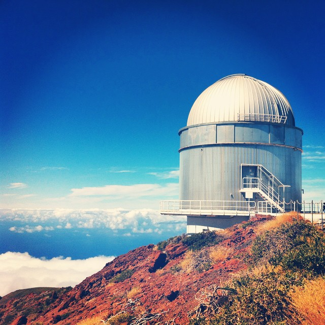 Dette er Nordic Optical Telescope (NOT), et teleskop som ble bygd spesielt for at nordiske astronomer skulle kunne bruke det.