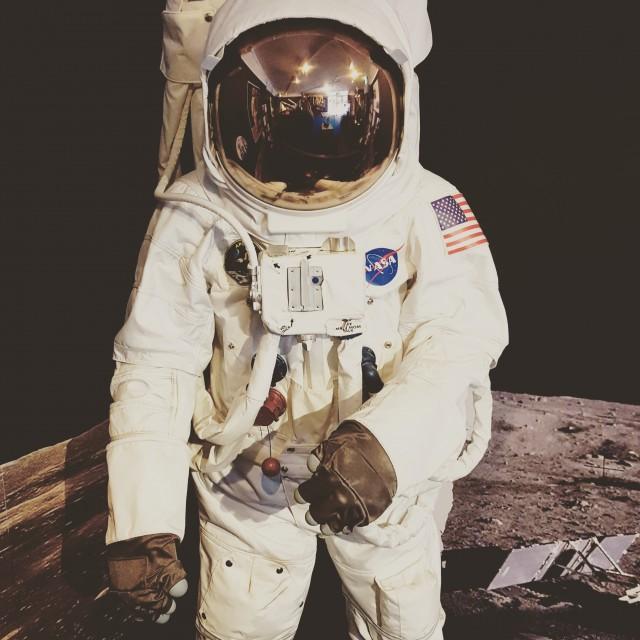 canberradeepspace-astronaut-moon