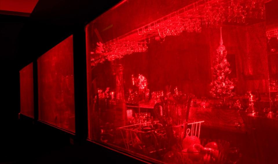 macquarie-university-hologram-red