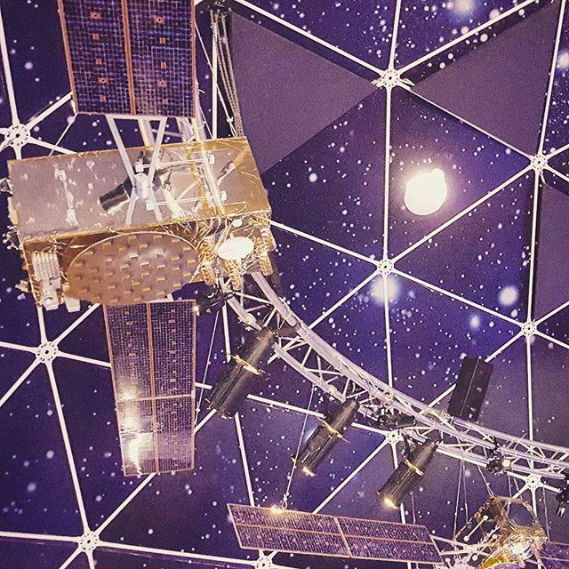 spaceexpo-ceiling-satellites