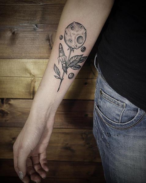 tattoo-moon-flower