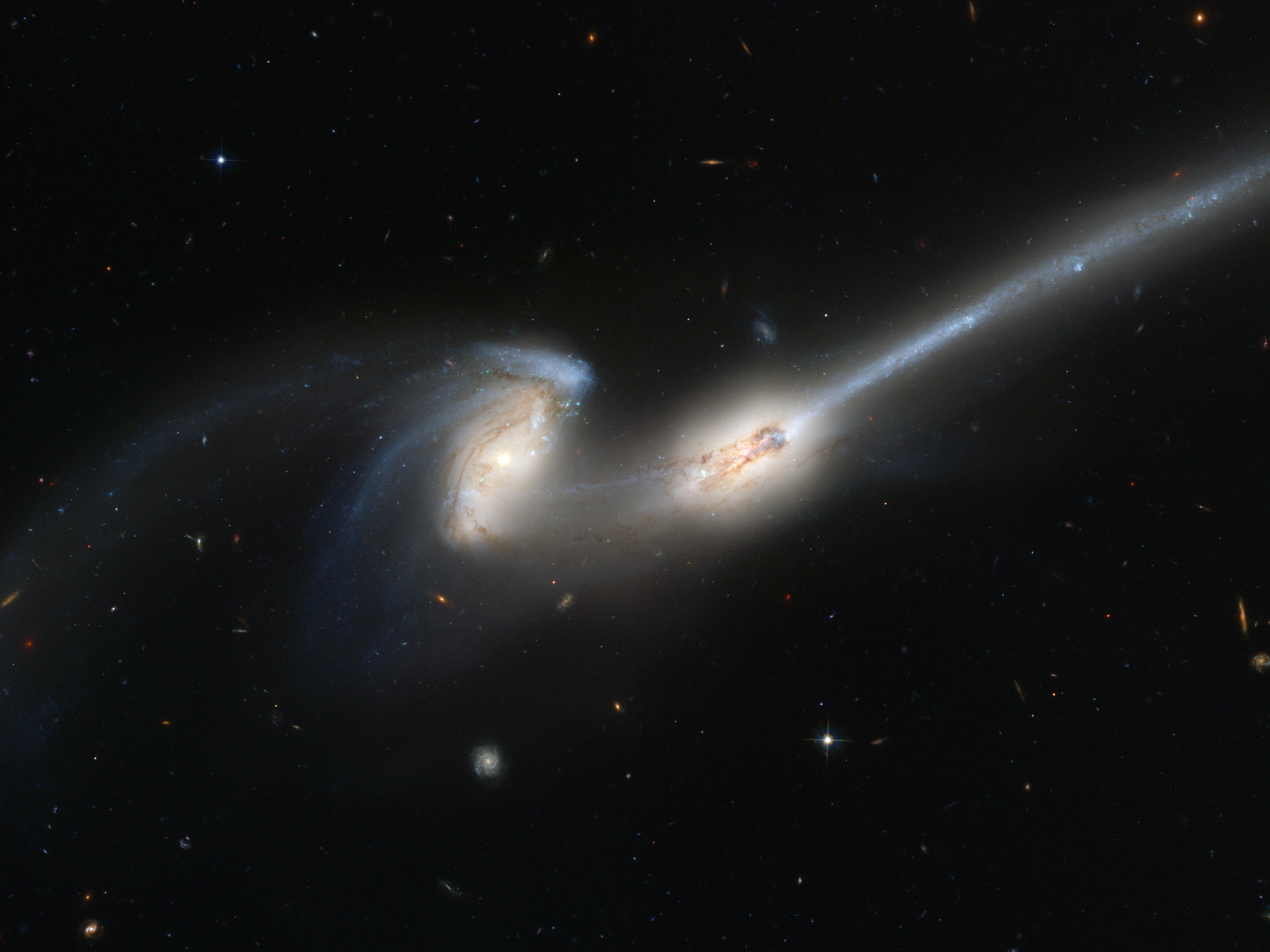 Merging_galaxies_NGC_4676_(captured_by_the_Hubble_Space_Telescope)