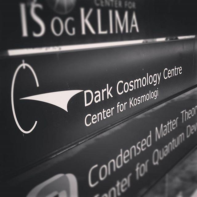 darkcosmologycentre-copenhagen-skilt