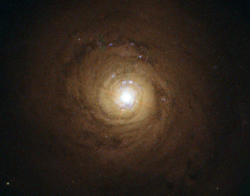 800px-Supermassive_black_hole_at_the_heart_of_NGC_5548-galaxy