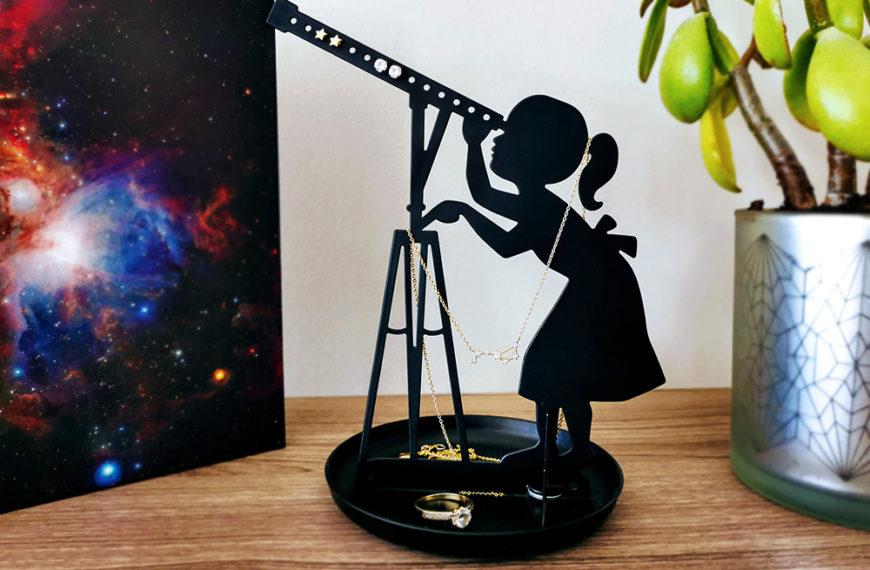 Giveaway: Astronomisk smykkestativ